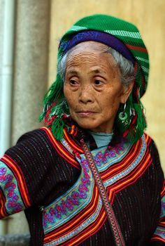 Crones can wear any colours they damn well please. Vietnam    [More wonderful older women at https://www.pinterest.com/yrauntruth/grow-up-age-croning/  ]