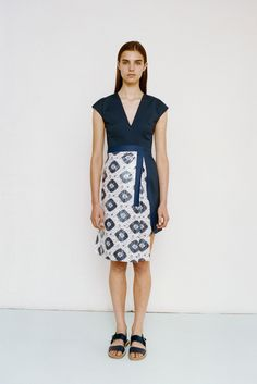 Richard Nicoll | Resort 2015 | 15 Navy/white graphic print short sleeve midi dress