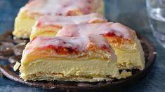 Retro dezerty: Žloutkové řezy Foto: Czech Desserts, Sweet Desserts, Sweet Recipes, Cake Recipes, Bread Dough Recipe, Sweet Cooking, Czech Recipes, Sweet Cakes, Desert Recipes