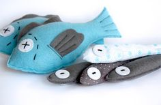 Cats Toys Ideas - fish - Ideal toys for small cats Sewing For Kids, Diy For Kids, Felt Crafts, Fabric Crafts, Felt Fish, Felt Play Food, Ideal Toys, Small Cat, Felt Fabric