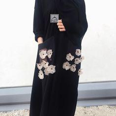 Посмотрите, как всего одна деталь меняет весь образ. 25+ фото идей Islamic Clothing, Abaya Fashion, Muslim Fashion, Modest Fashion, Fashion Dresses, Hijab Dress, Hijab Outfit, Event Dresses, Nice Dresses