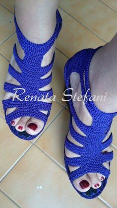 New crochet socks pattern flip flops Ideas Crochet Sandals, Crochet Boots, Crochet Slippers, Knit Crochet, Knit Shoes, Sock Shoes, Crochet Designs, Crochet Patterns, Crochet Flip Flops
