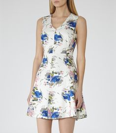 Good things come in small packages. Shop our Missguided petite range, for babes and under. Embrace a playful look this summer with our cute blue floral print playsuit. With cold shoulder design, adjustable straps and elasticated wai. Keyhole Dress, Swagg, Dress To Impress, Dress Outfits, Lulu's Dresses, Party Dresses, Formal Dresses, Casual, Rompers