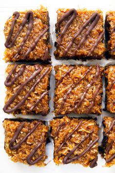Samoas brownies: brownies topped with homemade coconut caramel sauce and drizzled with chocolate!