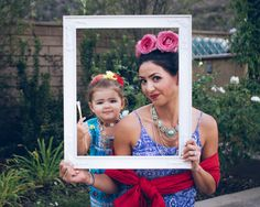Frida and her self portrait /// creative toddler costume, mommy and me costume, kid halloween costume, frida kahlo child costume, family costume ideas   www.hello-my-love.com