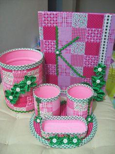 Marina Flor: Novembro 2014 Tin Can Crafts, Foam Crafts, Diy Home Crafts, Diy Arts And Crafts, Crafts To Make, Crafts For Kids, Paper Crafts, Diy Cadeau, Desk Organization Diy