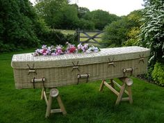 Cool This is not the end: the most bizarre burial rituals of the world Monuments, Bizarre News, The Rite, Weird Pictures, Outdoor Furniture Sets, Outdoor Decor, Casket, Weird Facts, Coffin