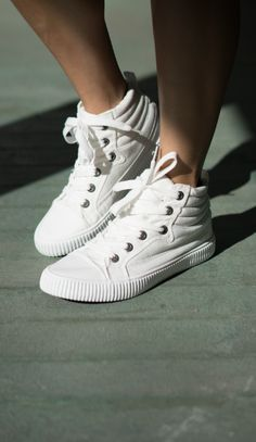 6a1b144cb67 Blowfish Shoes - spring 2017 trend white sneakers Blowfish Shoes