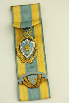 14 K Gold Daughters of The American Colonists Medal
