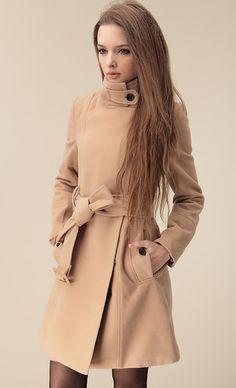 Mantel aus Wollmischung mit Gürtel und Revers,, kamelfarben