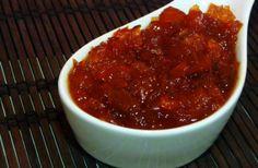 Ingredientes: 2 pimentones rojos (grandes y rojos, rojitos) 1 taza de azúcar 1/2 taza de vinagre (la primera vez lo hice con 1 taza, pero no me gustó tanto) agua Preparación: Lava los pimentones, q… Chutney, Homemade Jelly, Preserving Food, Marmalade, Preserves, Chili, Recipies, Appetizers, Soup