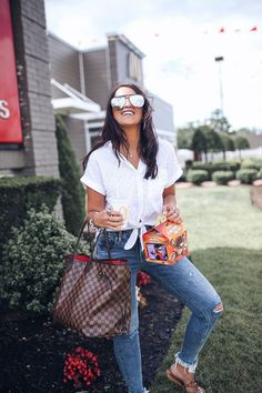 What to wear while visiting mcdonalds. One bag you need to own: Louis Vuitton Damier Ebene Neverfull GM bag. Mom Outfits, Summer Outfits, Casual Outfits, Fashion Outfits, Louis Vuitton Neverfull Gm, Distressed Skinny Jeans, Tory Burch, Speedy 35, Mcm Bags
