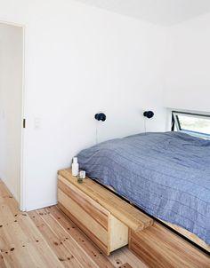 De fleste af os har fået bøger, film og tøj sendt med posten, men familien Skriver Uldall fik et helt sommerhus leveret på en lastbil - komplet med køkken, sofa og senge…