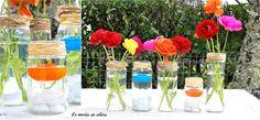 Centre de table coloré (si possible jaune prédominant) avec bougies et petites fleurs. DIY : Bocaux récupéré