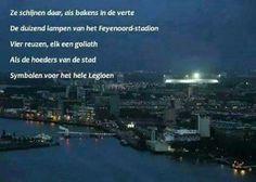 Ze schijnen daar, als bakens in de verte. De duizend lampen van het Feyenoord-stadion. Vier reuzen, elk een goliath. Als de hoeders van de stad. Symbolen voor het hele Legioen!