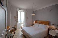 The Hotel Gutkowski is the perfect choice for a relaxing stay in the historical centre of Syracuse.
