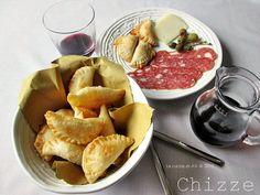 Le chizze reggiane sono un ottimo piatto tipico di Reggio Emilia che può essere un antipasto un tutto pasto con grande gusto!