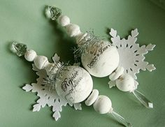 Tutorial -- White ornaments  - from: http://danielleflanders.blogspot.com/2011/09/decoupaged-handmade-ornaments.html