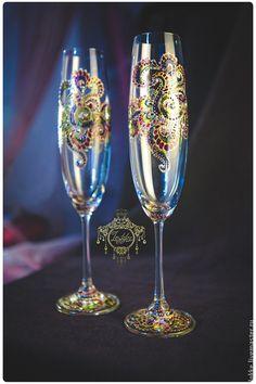 Купить или заказать Бокалы для шампанского 'Мардигра' в интернет-магазине на Ярмарке Мастеров. Бокалы для шампанского из качественного стекла 'Богемия', роспись контурами и красками для витражной росписи. 2 штуки в коробке. Легко моются в тёплой воде с моющим средством, не приемлемо мытьё в посудомоечной машине. Рисунок держится около 3х лет при постоянном использование.…