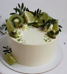 Fruit cake – fresh fruit with cream makes the fruit cake delicious and beautiful, everyone likes it – Page 16 of 37 - Cake Decorating Simple Ideen Pretty Cakes, Beautiful Cakes, Amazing Cakes, Food Cakes, Cupcake Cakes, Sweets Cake, Bolos Naked Cake, Cake Recipes, Dessert Recipes