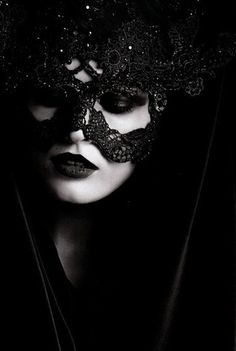 Edita Vilkeviciute wit a Philip Treacy Headpiece for Valentino. Photo by Karl Lagerfeld, Vogue Germany 2009 Dark Beauty, Gothic Beauty, Gothic Makeup, Imagenes Dark, Looks Halloween, Halloween Night, Lace Mask, Beautiful Mask, Karl Lagerfeld