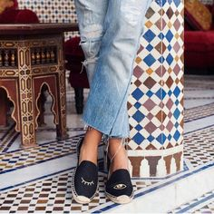 Item+Type:Flats  Closure+Type:Slip-On  Lining+Material:Canvas  Fashion+Element:Embroidery  Toe+Shape:Round+Toe  Flats+Type:Loafers  Upper+Material:Canvas