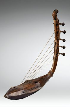 Musical instrument ~ Harp from the Ngbaka people of DR Congo African Drum, African Dance, Congo, Indian Musical Instruments, Tribal Art, Art Deco, Instrumental, Design, Vintage Music