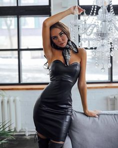 women in leather Latex Mini Skirt, Latex Dress, Sexy Outfits, Stylish Outfits, Tight Dresses, Sexy Dresses, Black Leather Shorts, Leather Skirt, Girl Fashion
