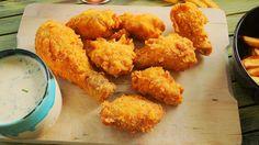 Megmutatjuk+hogyan+készülnek,+a+méltán+híres,+Kentucky+stílusú+csirkeszárnyak,+sőt+egy+igazán+klasszikus+amerikai+mártogatós,+a+ranch+szósz+receptjét+is+megosztjuk+veletek.+Egyszóval+elhozzuk+azigazi+amerikai,+Kentucky+farm+életérzését!  Kentucky+stílusú+csirke  Hozzávalók:(kb.+10db+egész…