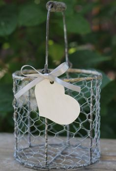 vintage flower girl baskets - I think I like this style but I am not sure