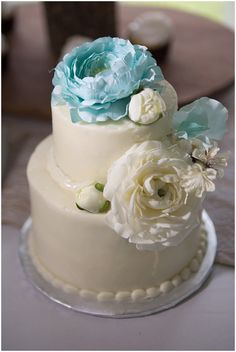 Cake Table  | The Budget Savvy Bride