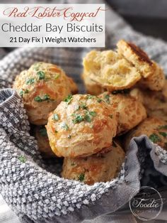 These Whole Wheat Cheddar Bay Biscuits are a healthier Red Lobster Copycat recipe and SO easy to make! Perfect for a date night in and 21 Day Fix and Weight Watchers friendly! #healthy #healthyside #redlobster #datenight #healthydatenight #21dayfix #weightwatchers #ww #weightloss #beachbody #wholegrains #valentinesday #mothersday #brunch #healthybrunch #kidfriendly Fixate Recipes, Good Healthy Recipes, Whole Food Recipes, Healthy Dinners, Healthy Options, Diet Recipes, Red Lobster Biscuits, Cheddar Bay Biscuits, Naan