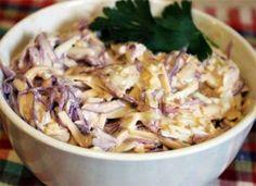 Вкусный, слегка островатый, с легким чесночным ароматом, простой в приготовлении - салат из краснокочанной капусты с колбасным сыром и чесноком. Такой салат можно приготовить к ужину или обеду, я ино…