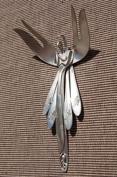 Silverware Angel Wall Hanging Beautiful Angel handcrafted from vintage silver plated silverware. Loop is attached to back to easily hang on wall. Measures approximately 8 L X 4 W. Welding Art Projects, Metal Art Projects, Metal Crafts, Diy Welding, Blacksmith Projects, Fork Art, Spoon Art, Metal Yard Art, Scrap Metal Art