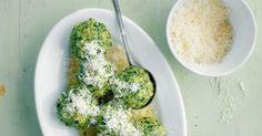 Spinatfreunde aufgepasst: Hier kommt Ihr Lieblingsgemüse in Knödelform auf den Teller. Ein herrlich grüner Hingucker!