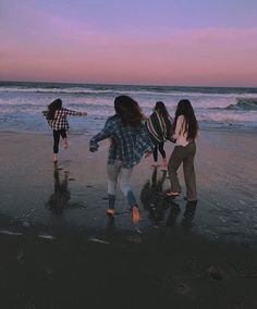 For pictures sunset aesthetic photography dusk and dawn photography teenage Foto Best Friend, Best Friend Goals, Beach Aesthetic, Summer Aesthetic, Aesthetic Girl, Aesthetic People, Photos Bff, Friend Photos, Best Friends Aesthetic