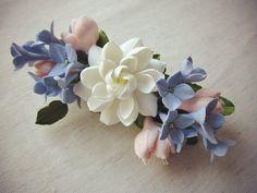 Fleur d'argile polymère barrette de cheveux. par FloraAkkerman