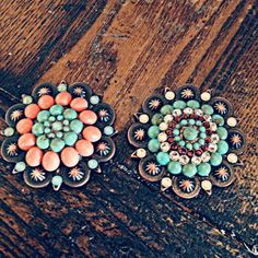 Turquoise and coral conchos Horse Gear, Horse Tips, My Horse, Horse Love, Western Horse Tack, Western Saddles, Barrel Racing Tack, Tack Sets, Horse Training Tips