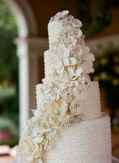 Totally Fab Wedding Cake by Jim Smeal -- weddingcakesbyjimsmeal.com -- See the wedding on #SMP here: http://www.StyleMePretty.com/southeast-weddings/2014/04/11/classic-southern-wedding-at-home/ Photography: LizBanfield.com