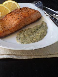 Lazacsteak florentin mártással Fish Dishes, Pesto, Baked Potato, Pork, Banana Bread, Food And Drink, Yummy Food, Cooking, Ethnic Recipes