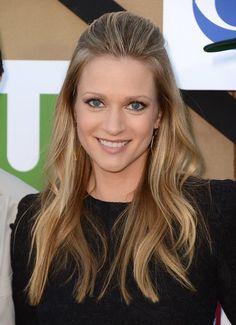 A.J. Cook.. Love her hair!!!