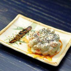"""""""Camarones con dip Tziki acompañado de reducción de vinagre balsámico #simple #delicious #creamy #healthy #mediterranean #dip #food #enjoy #eat #gourmet…"""""""