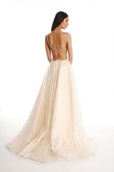 OMG the back of this wedding dress is to die for!