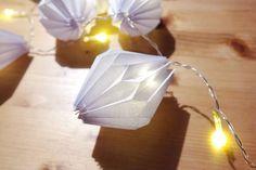 DIY Papier Lampions für eure Lichterkette Diy Laterns, Lanterns, Lantern Crafts, Led Lantern, Fun Crafts, Diy And Crafts, Diy Love, Origami Ornaments, Papier Diy
