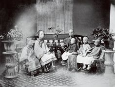 Extended Families - Typically, Chinese extended families lived together in the same home. Confucian tradition stated that the ideal situation was for five generations to live together under the same roof.