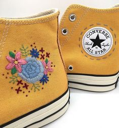 diy all star converse ideas ; old converse diy ideas ; Converse Rose, Mode Converse, Diy Converse, Custom Converse, Custom Shoes, Custom Clothes, Diy Clothes, Black Converse, On Shoes