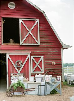 Red barn wedding with fresh white details. Captured By: Katie Parra Photography… Country Wedding Photos, Country Barn Weddings, Cowboy Weddings, Outdoor Weddings, Romantic Weddings, Country Barns, Rustic Weddings, Barn Wedding Decorations, Barn Wedding Venue