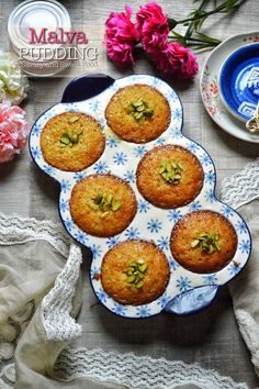 Malva Pudding – Savory&SweetFood Malva Pudding is a classic South African dessert which has a spongy caramelized texture which is doused in a buttery cream sauce. This pudding is traditionally served with custard or ice cream. Eid Dessert Recipes, Ramadan Recipes, Indian Food Recipes, Delicious Desserts, Yummy Food, African Recipes, Party Desserts, Mini Desserts, Vegetarian Italian