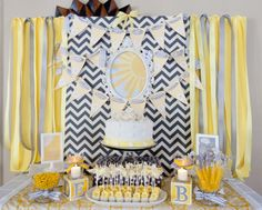 YOU ARE MY SUNSHINE baby shower. Love this if I ever need to party plan a gender neutral baby shower. Shower Party, Baby Shower Parties, Baby Shower Themes, Baby Boy Shower, Baby Shower Decorations, Shower Ideas, Party Party, Party Favors, Sunshine Birthday