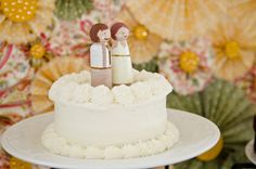 Find DIY wedding inspiration from this cheerful and eco-friendly outdoor wedding set in Wisconsin that overflows with DIY wedding decor and stationary! Wedding Cake Rustic, Wedding Cakes, Wedding Photographer Prices, Wedding Planner Guide, Single Tier Cake, Diy Wedding Inspiration, Rustic Cake Toppers, Wedding Confetti, Diy Wedding Decorations